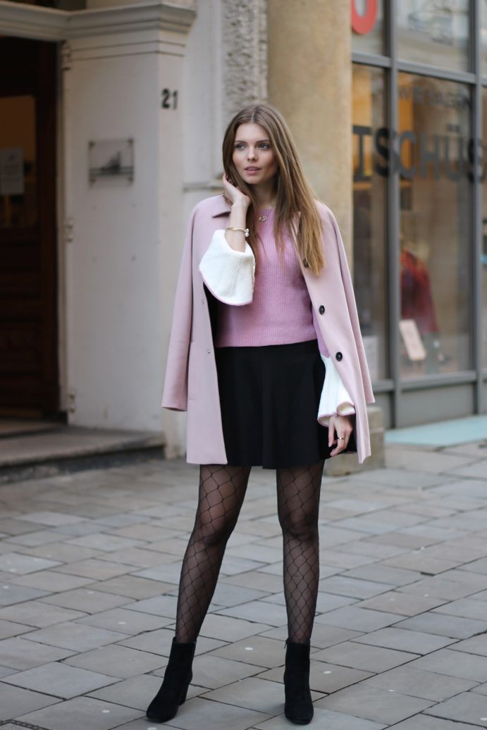 IMG 8343 691x1036 - PINK VALENTINE LOOK WITH FISHNET TIGHTS